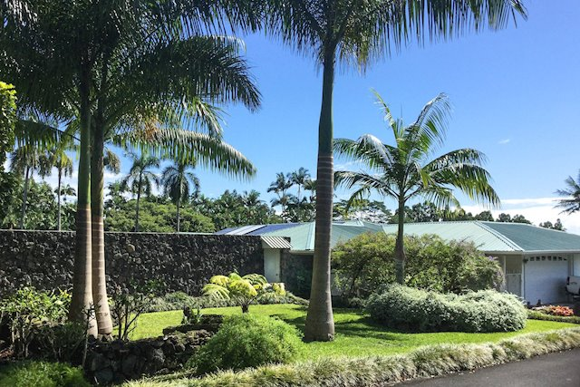 Legacy Property on a Small Island, Walking Distance to Hilo