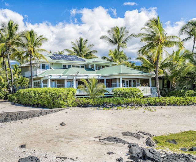 Vacation Rental or Spacious Family Home, Walkable to Kona