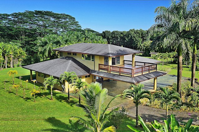 Quality Construction, Warm Wood Details, and Hanalei Acreage