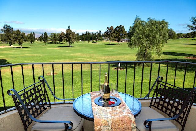 Conveniently Located Condo With Golf Course and Mountain Views